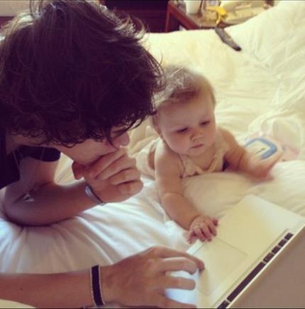 Magnifique photo de Harry et de sa soeur !  Ils sont trop choux ! (l)