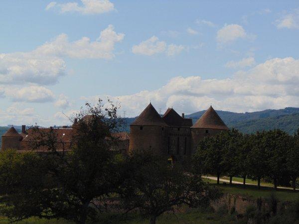 La plus grande forteresse de la Bourgogne du Sud