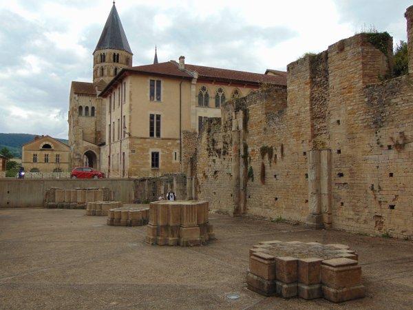 Cluny III - la ruine d'une abbaye