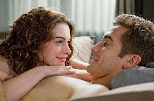 Ce qui serait bien, à présent, pour l'évolution de l'histoire du cinéma, ce serait de tourner un film porno où les acteurs feraient l'amour en se disant «je t'aime» au lieu de «tu la sens, hein, chiennasse». Il paraît que cela arrive dans la vie.