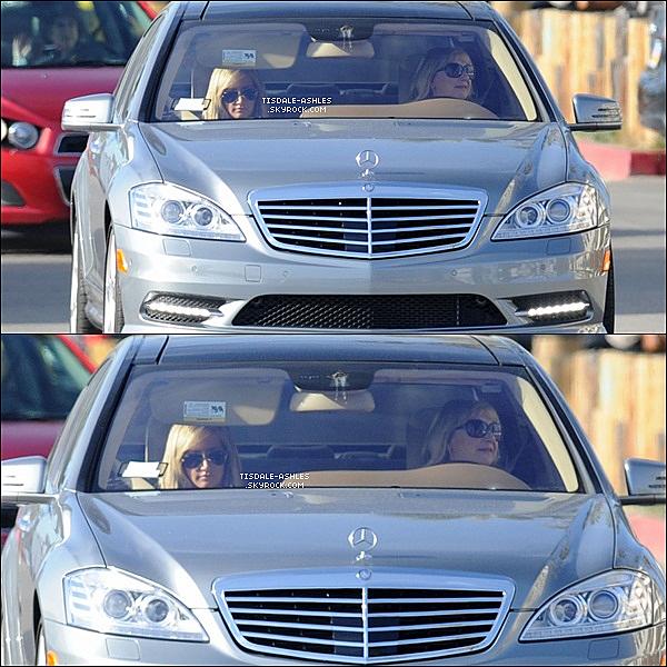 .  19/02/12 - Ashley Tisdale et sa maman Lisa, ont été aperçue dans une voiture à Los Angeles. .