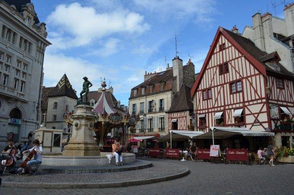 Les Pasques  á Dijon (Pablo et Isabel)