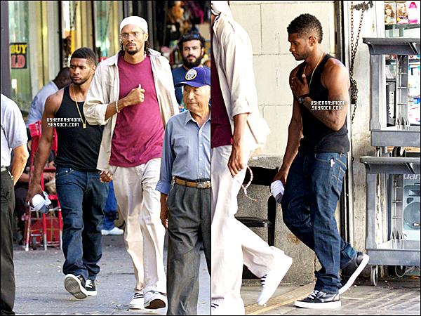 .29.08.12 : Usher R. a été vu se baladant dans les rues de la ville de Los Angeles. .