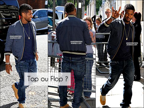 . ??.06.12 : Usher R. a était de sortie dans les rues de la belle ville de Londres au Royaume Unis. Côté look, j'aime beaucoup la tenue de Usher, comme souvent il reste simple, Jean, veste et T-Shirt Bleu. C'est souvent ce qu'on préfère.