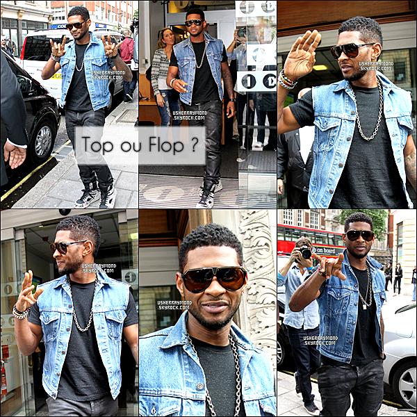 . 13.06.12 : Usher R. a été vu dans les rues de Londres quittant les studios de la BBC Radio 1. Côté look, j'aime beaucoup le look de Usher, comme toujours simple avec une veste en jean et des baskets zébrées. J'offre un joli TOP..