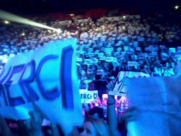 percarte pour le concert de justin avec marquer merci justin été émue trop mignon super concert <3