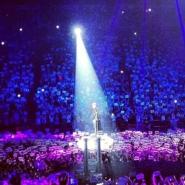 hier soir omg  ce concert restera a tou j'amais graver dans mon coeur (l)(l)
