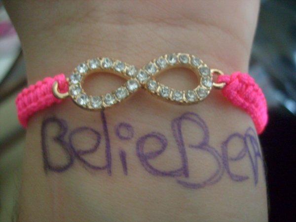 j'adore mon nouveaux bracelet il est magnifique oo BELIEBERS