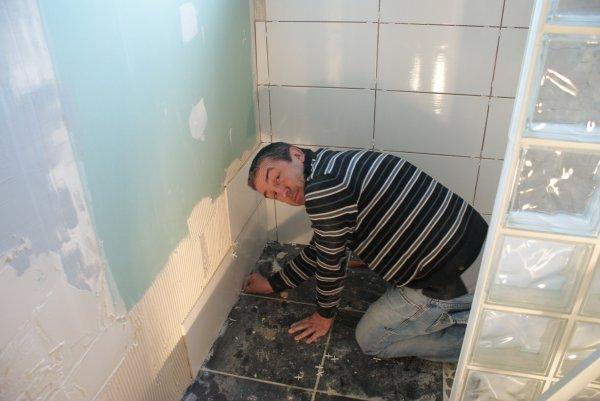 we 3 mars 2012 isolation du plafond faience salle de bain  !!!! merci a papa, patrice franck et mickael !!!!
