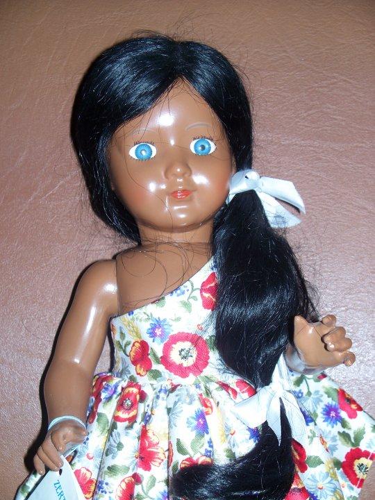 Manuela sans la boite et le filet dans les cheveux!
