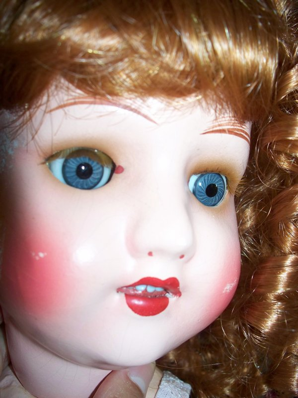 Ernestine a maintenant des cils roux 8-p