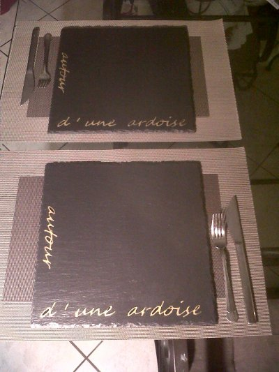 Assiettes d 39 ardoises set de table marron or blog de for Set de table marron