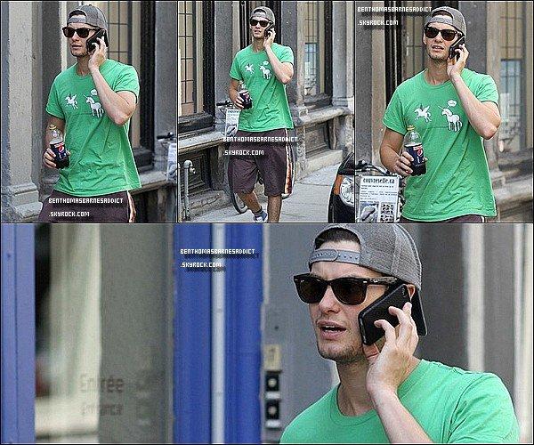 FLASHBACk du o6 / o7 / 2o11- Ben a été aperçus se baladant dans le centre ville au Vieux Montréal papotant au téléphone (avec moi xP).