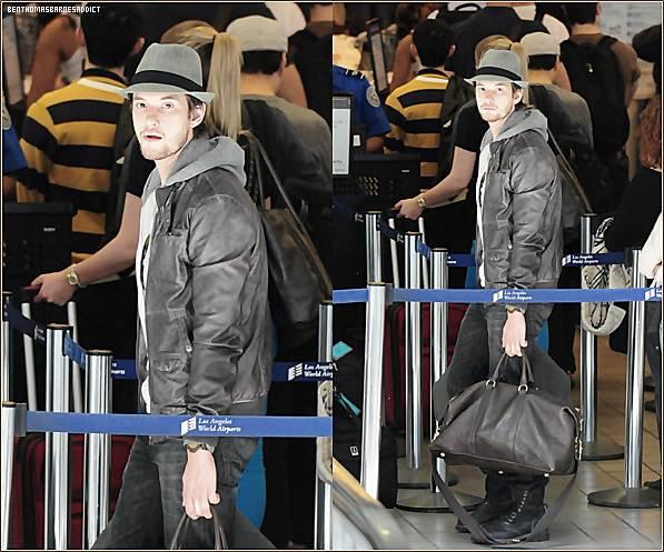 29 janvier 2012 : Nouvelles photos de Ben arrivant à l'aéroport de LAX à Los Angeles!