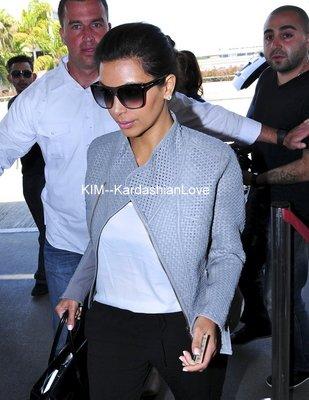 -->Kim a été aperçu a l'aéroport de Los Angeles pour aller a Chicago.
