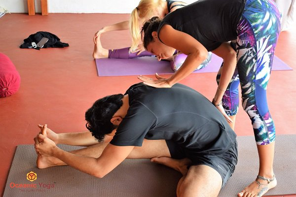 WHAT MAKES A PERFECT YOGA TEACHER?