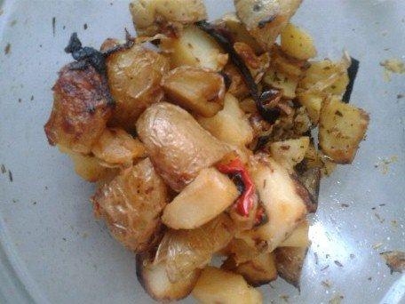 Pommes de terre au four (avec poivrons et oignons)