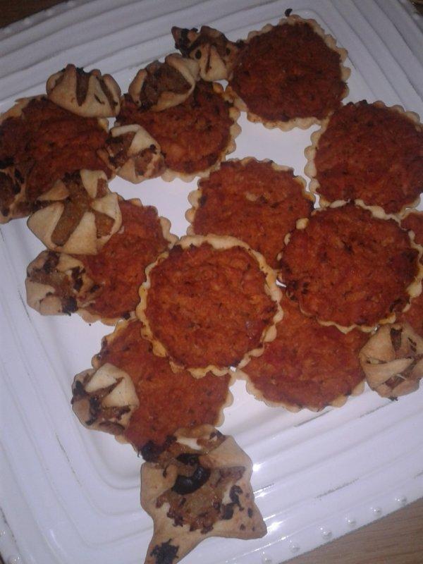 Tartelettes à l'oignon et tartelettes au thon provençale