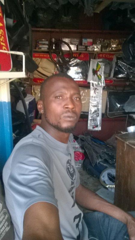ici c'est la boutique a zongo cotonou.contacte moi sur ce numero 97966209