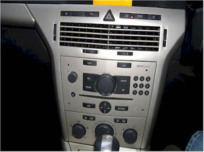 Comment faire monter Android 4.4.4 2007- 2009 Opel Astra Autoradio avec GPS Bluetooth 3G WiFi?