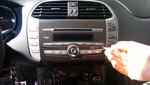 Comment Faire Monter 2007 2012 Fiat Bravo Autoradio