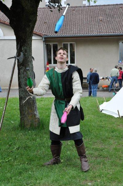 au moyen-age, il y avait aussi des jongleurs