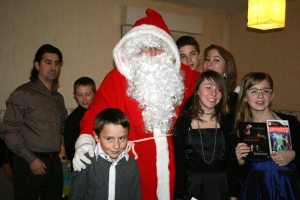 A noël les cadeaux les surprises les délire les hétonnement !! tous le monde est content !! <3