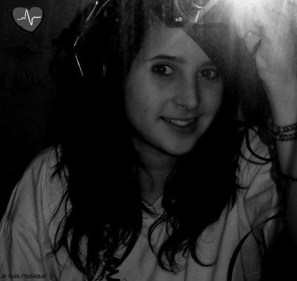 ♬ La Meilleure amie , Elle a emprise sur ma vie , Le pouvoir de me détruire , Seule et unique a pouvoir en finir de moi sur cette terre , seule a savoir qui je suis réellement de AàZ ... Roxane 6lettres tomber du ciel ayant le choix de me ramener au paradis ou faire de ma vie un enfer en une fraction dde seconde ♬