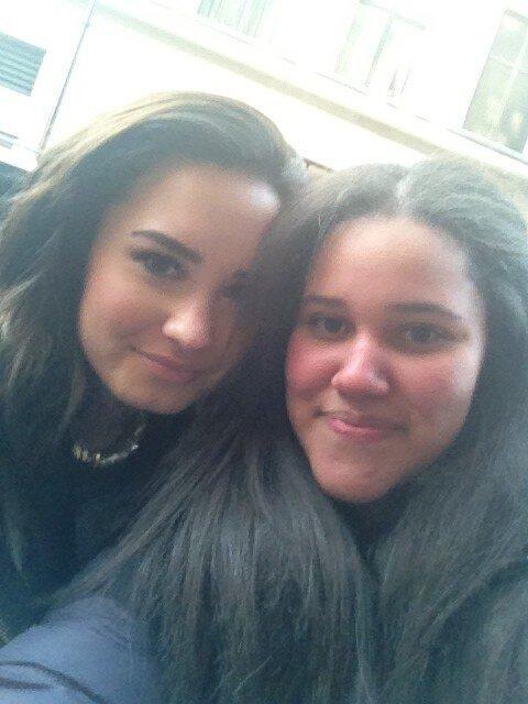 Demi avec des fans à Londres plus une photo pour Vevo le 19/02