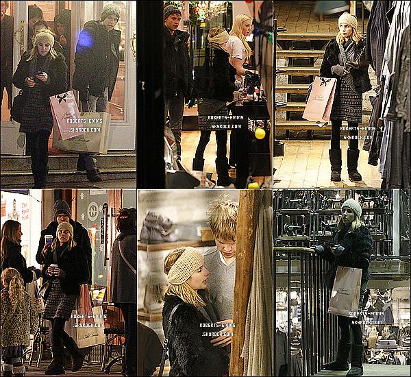 20 Décembre 2011: Emma a était vue avec son chéri dans une boutique pour homme , en Angleterre .