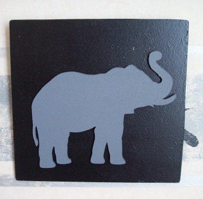 des éléphants de toutes les couleurs