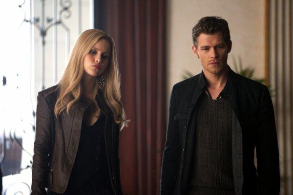 « J'ai passé ma vie à aimer et à haïr mon frère avec la même intensité, je n'aurai jamais cru être celle qui permettrai un jour qu'on lui enfonce un pieu dans le c½ur. » Vampire Diaries
