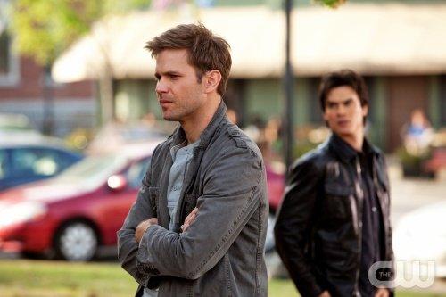« - Et on se calme, si Kaï a enlevé Jo, il nous faut un plan. -Oh il est simple le plan : on retrouve Kaï, on tue Kaï ! » Vampire Diaries