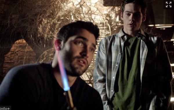 « - Qu'est ce que tu fais quand ce genre de choses arrivent ? - Habituellement je m'évanouis. D'ailleurs, ça pourrait bien encore arriver. » Teen Wolf
