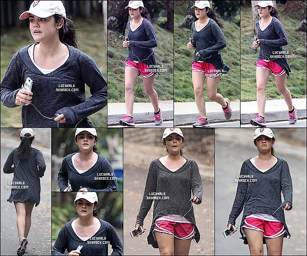 24/10/2013 : Notre Miss Hale a été repérée faisant tranquillement son  jogging dans un parc de Los Angeles. Enfin de nouveaux candids ! Sa faisait un petit moment.. C'est dingue ! Même quand elle fait du sport, cette fille est superbe.