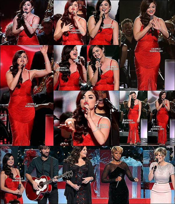08/11/2013 : Lucy H. a performé lors de la soirée « CMA Country Christmas »  à Bridgestone Arena, Nashville.  Notre petite chanteuse était vêtue d'une robe rouge, parfaite pour célébrer - un peu trop tôt - Noël. Qu'en pensez-vous ?