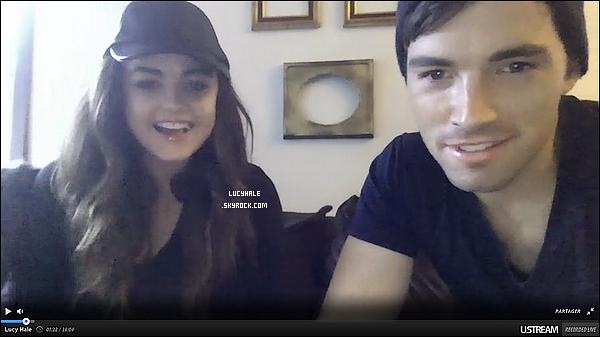 Lucy et Ian Harding ont discuté un petit moment avec leurs fans il y a peu. Qu'ils sont beaux ! Ici.