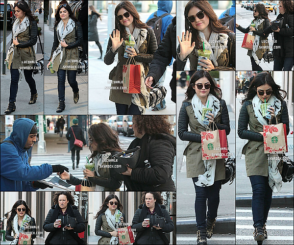 25/11/2013 :  Notre wonderful Lucy a été repérée avec un Starbuck à la main dans les rues de New York City.