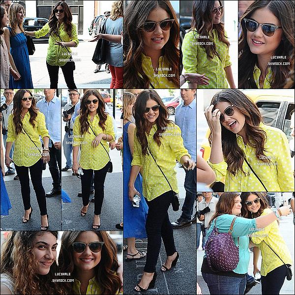12/08/13 :  Lucy  a été apperçue sortant de son hôtel et rencontrant ses fans à Soho dans la ville de New York.C'est une tenue assez jaune ainsi que ses Rayban que la belle arbore fièrement. Tout cela pour profiter de l'été. Vos avis ?