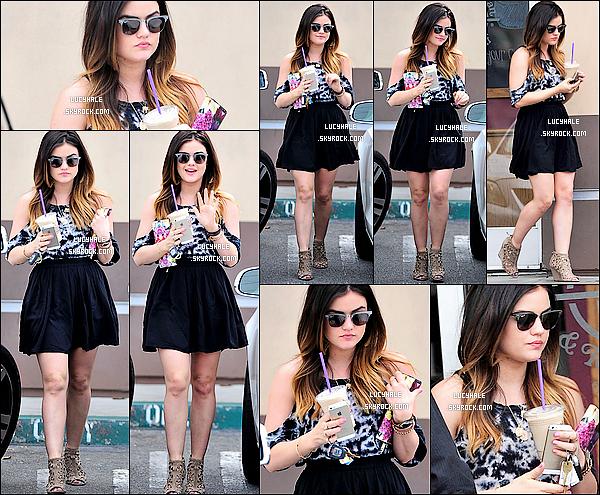 20/03/2014 : Miss Hale a été repérée sortant du Coffee Bean & Tea Leaf avec une boisson glacée dans LA. Encore un candid de notre Lulu mais cette fois-ci toute seule. Que de news ! Elle ne s'arrête plus pour notre grand plaisir !