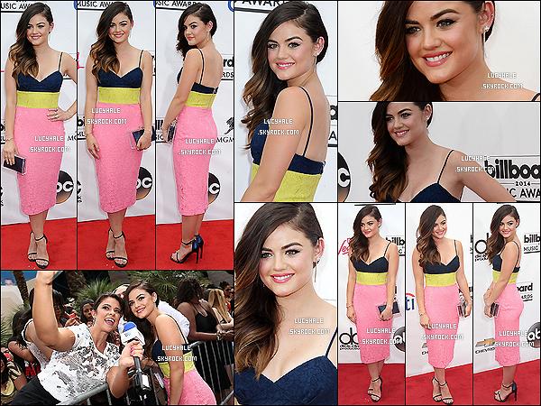 18/05/2014 : Lu' était présente à la cérémonie des « Billboard Music Awards » qui se déroulait à Las Vegas. Notre actrice adorée portait une robe tricolore près du corps signée Alex Perry ainsi qu'une pochette Charlotte Olympia.