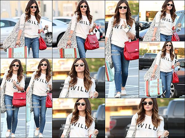 12/06/2014 : Miss Hale a été apperçue faisant des emplettes à Free People dans Studio City. (Los Angeles.) Lucy ne quitte désormais plus son superbe sac rouge dont je suis totalement fan. Sa tenue est simple et très belle. Big top.