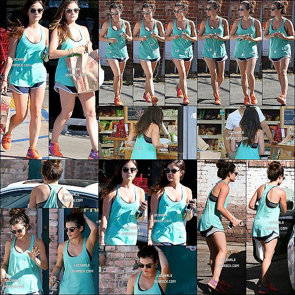 07/07/2014 :  Lucy Hale sortait de la salle de gym en tenue de sport dans les rues d'Hollywood à Los Angeles. C'est donc en grande forme que nous retrouvons notre menteuse adorée. Tenue de sport colorée avec un beau bleu. J'aime.