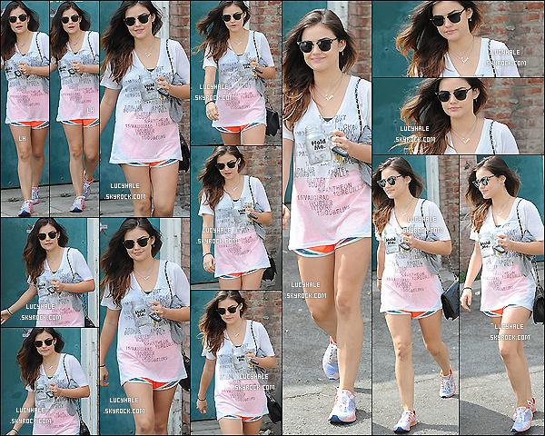 07/08/2014 : Lucy a une nouvelle fois été aperçue à la sortie de son endroit préféré : la salle de sport ! (Los A.) As always, la miss était équipée de sa tenue de sport, de ses lunettes. Mais cheveux détachés cette fois et sans casquette.