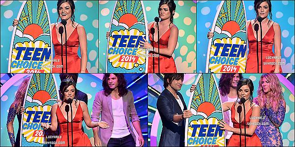 """10/08/2014 : Notre Lu' d'amour dans sa robe rouge était aux Teen Choice Awards 2014 à Los Angeles. (Calif) Le cast de PLL a reçu six awards dont un de Lucy pour le"""" Choice TV Actress : Drama"""". C'est un franc succès cette année encore."""