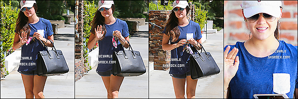 30/09/2014 : Notre menteuse préférée, motivée like always, a été apperçue marchant dans les rues de L. Angeles.On peut voir qu'elle a été prise en photos à différents moments de la journée car elle a les cheveux attachés puis les a détachés.