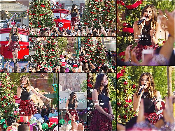 09/11/2014 : La belle Hale a performée pour  le Disney Frozen Christmas Celebration à Anaheim. (Calif.)Elle est troooop mignonne et bien dans son élément notre petite poupée. J'adore sa tenue, c'est un vrai top. She is wonderful.
