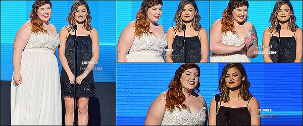 23/11/2014 : Miss Hale, d'une beauté sans pareille, était présente aux American Music Awards 2014 à Los A.Je suis folle de sa nouvelle coupe, elle la rend bien plus mature.. Et sa tenue est très jolie aussi. Elle la met bien en valeur. Top !