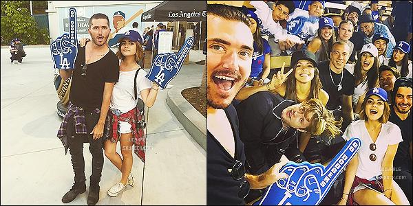 18/06/15 : La petite Lucy était à un match de baseball des Dodgers aves ses amis dans Los Angeles.  Plus : Découvrez de nouveaux stills du 06 x 05 de PLL. Qu'est-ce qu'Aria fait ou plutôt bricole ? C'est une très bonne question !