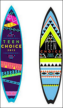 ▬ Teen Choice Awards ou la brochette de stars toutes plus classes les unes que les autres.         Le 16 Août 2015 a eu lieu la 17ème cérémonie des Teen Choice Awards. Cette cérémonie a été instaurée en 1999 dans le but de remettre des récompenses dans le domaine de la musique, de la danse, de la télévision, du sport, du cinéma et autres en se basant sur leur popularité auprès des adolescents, qui sont les seuls votants. Certaines célébrités sont présentes car nominées et espèrent gagner. D'autres sont là pour soutenir leurs co-stars. Comme une bonne partie de la gente féminine était présente, nous avons décidé de vous préparer un petit article dans lequel vous pourrez désigner la célébrité ayant porté la meilleure tenue. Article en collaboration avec MoretzChloe, Dobrev-Nina, MicheleLea, BellaThorne, Justice-Victoria, Bethany-Mota, Sabrina-Carpenter et OraRita et MaiaMitchelle. • Le plagiat n'est en aucun cas toléré sur nos blogs. Merci de respecter cela !